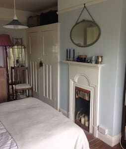 Quiet and airy double room in shared house