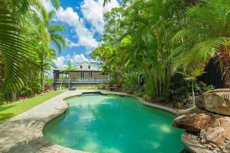 Noosa Hinterland Retreat - Poolside Apartment - Tinbeerwah