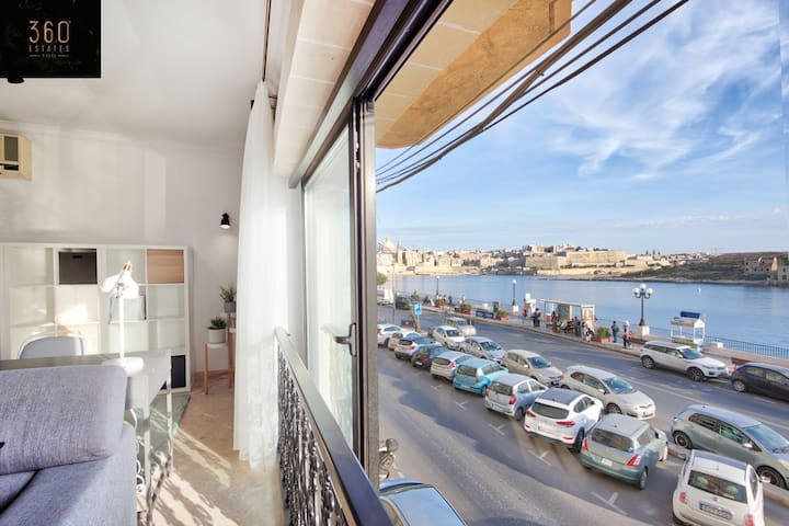 Exclusive seafront 3B apartment at Sliema ferries