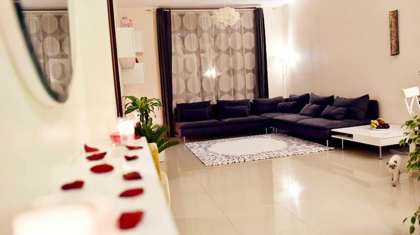 Modern and amazing place for your vacation - Sharjah