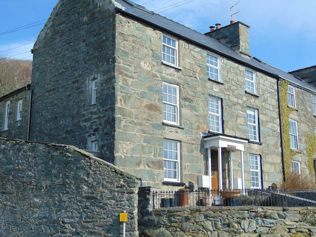 Grade II listed house with Sea and Estuary Views - Barmouth - Casa
