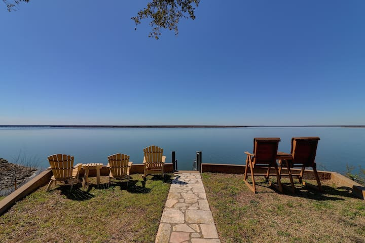 On The Point-Waterfront Home On Lake Whitney