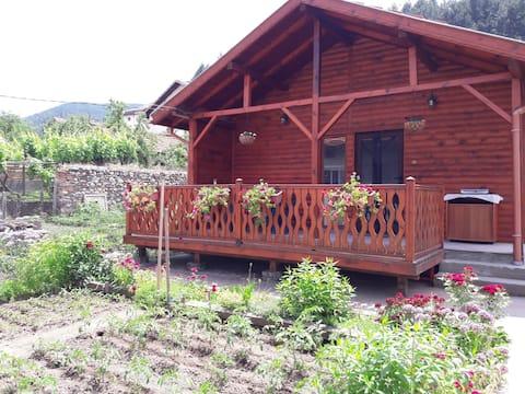 Uma casa de madeira acolhedora para as suas experiências incríveis