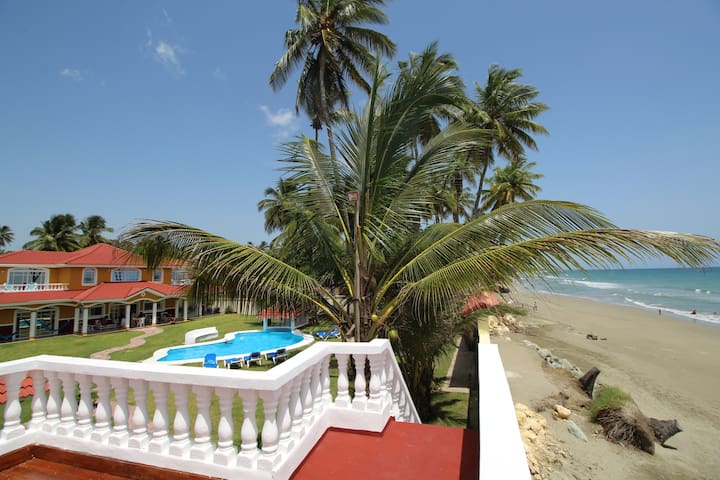 Unique Beachfront Villa+Guesthouse - Espaillat - House