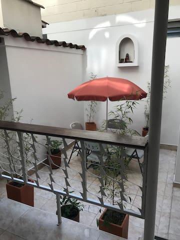 Linda Casa con patio interior en Barrio Prado
