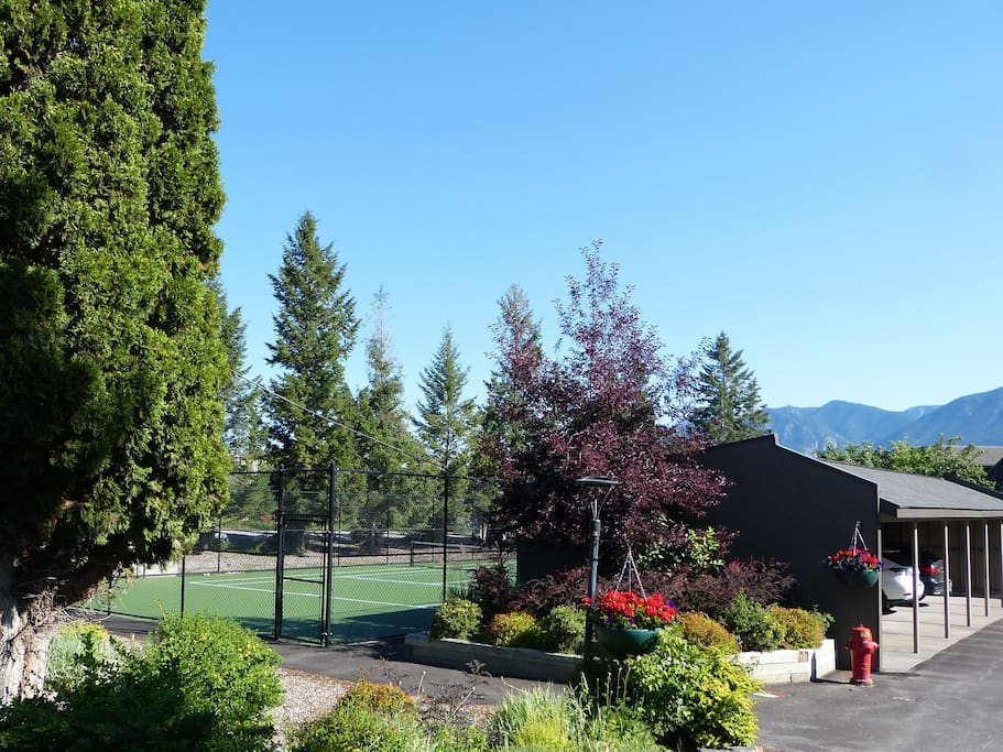 Tennis Court - Public Tennis & Pickleball Courts nearby