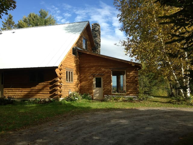 Beautiful Log Cabin Getaway - Danville - บ้าน