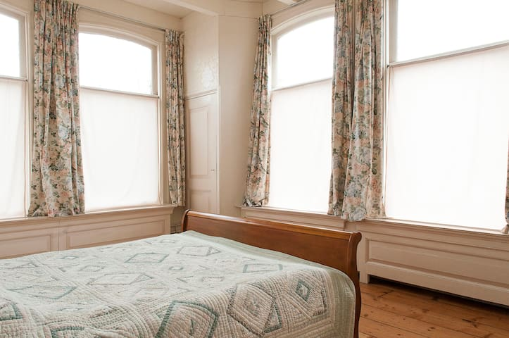 Master Bedroom - Retreat in a former vicarage