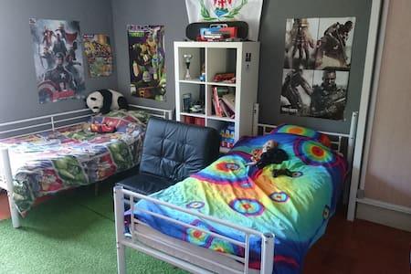 Chambre spacieuse avec un accueil chaleureux - Levens - Lägenhet