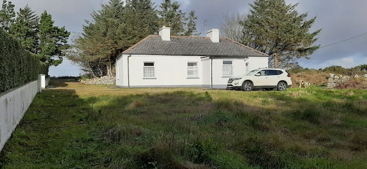 Quiet and peaceful traditional Donegal cottage.