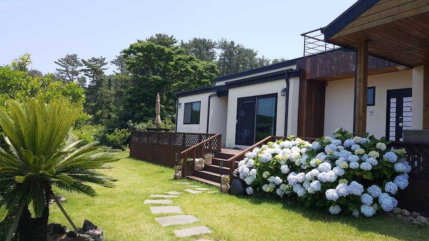 파인포레스트패밀리(넓은정원과 한가족이 머무르기에 아름다운집)