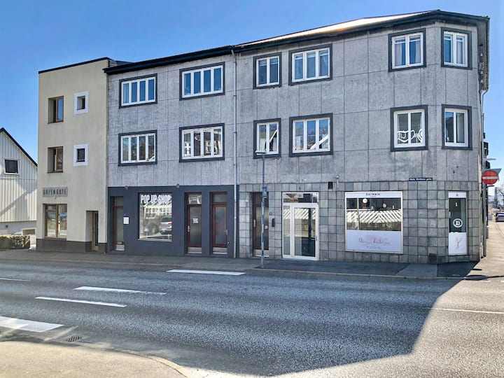 (10) Single room in downtown Tórshavn