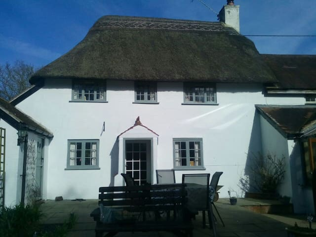 16th Century Thatched Cottage - Okeford Fitzpaine - Kabin