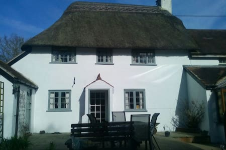 16th Century Thatched Cottage - Okeford Fitzpaine - Cabana