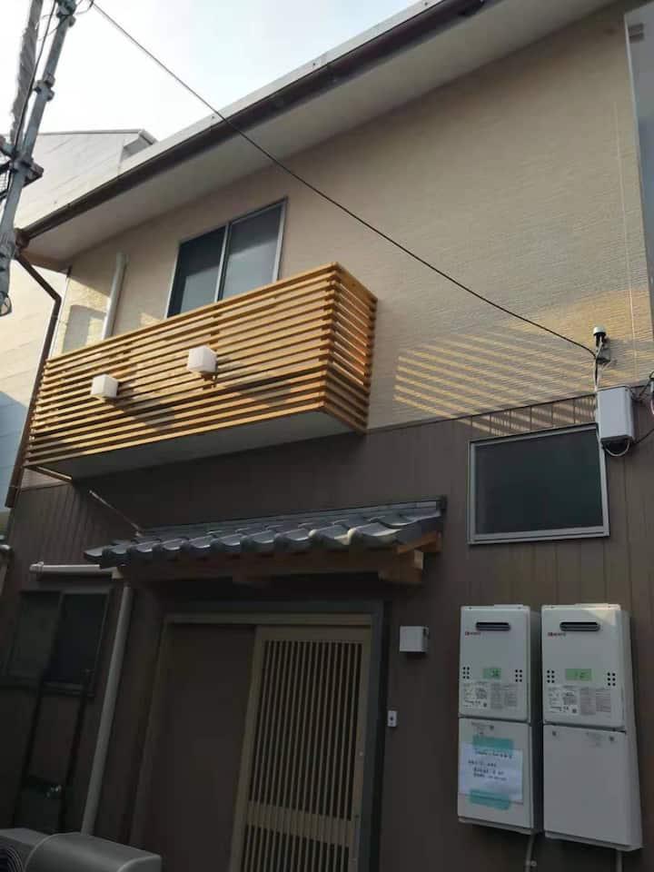 天下茶屋步行6分钟,日式2居室,带有独立小庭院。