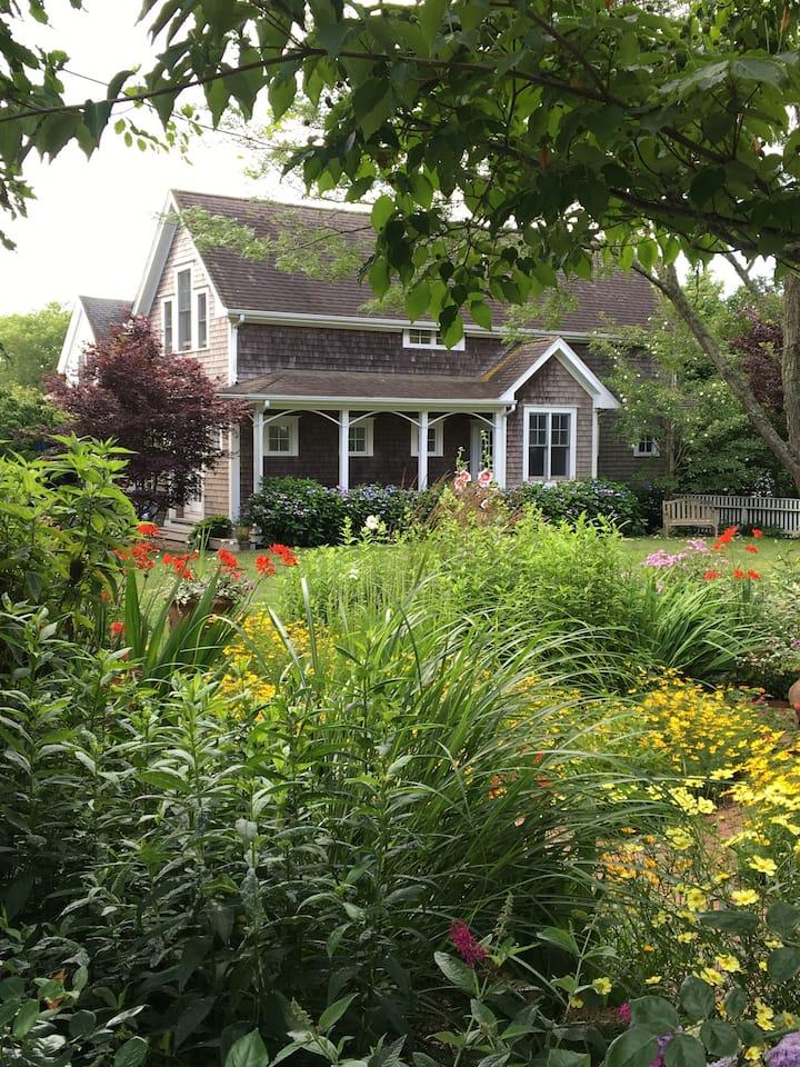 Edgartown Village: Walk to Everything