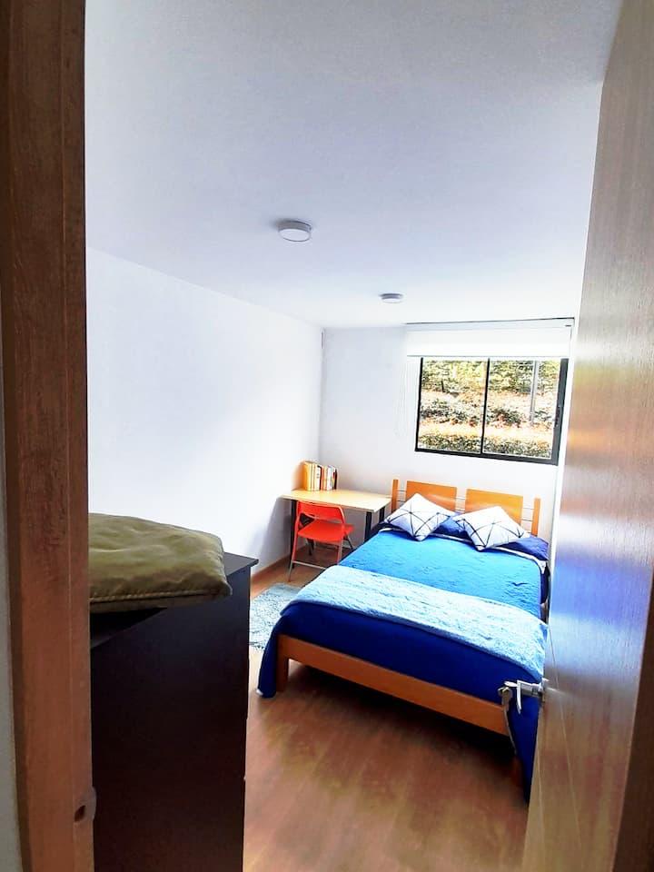 Habitacion Comoda Aire Narural, iluminada, Moderna