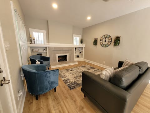 Welcome to the Bluff Bungalow! Cheerful, comfy 3 bedroom home in the heart of historic College Hill