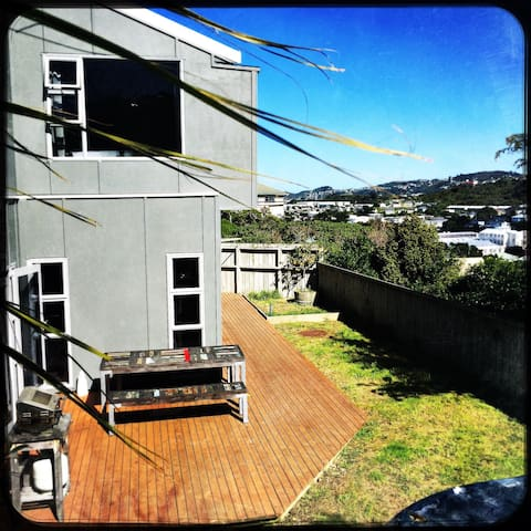 Sunny and private Townhouse - Wellington - Townhouse