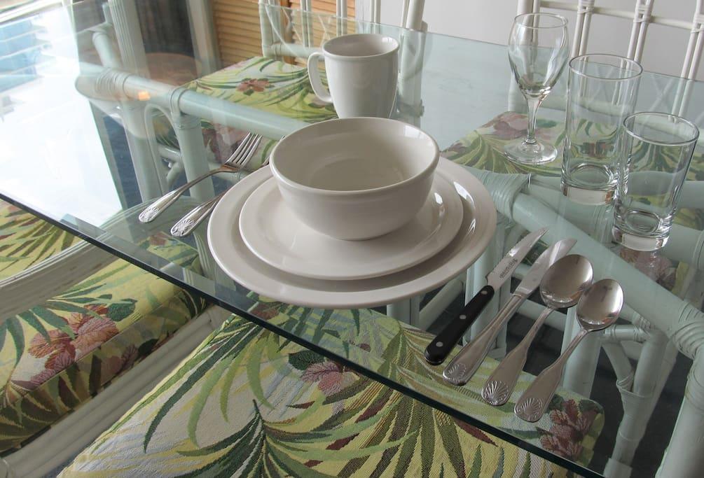 4 table settings in the Ohia unit
