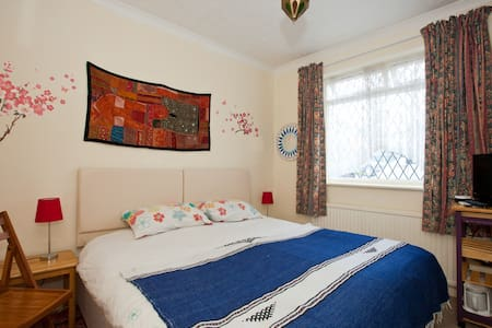 Semi Rural North Lancing Double/triple/twin - Lancing