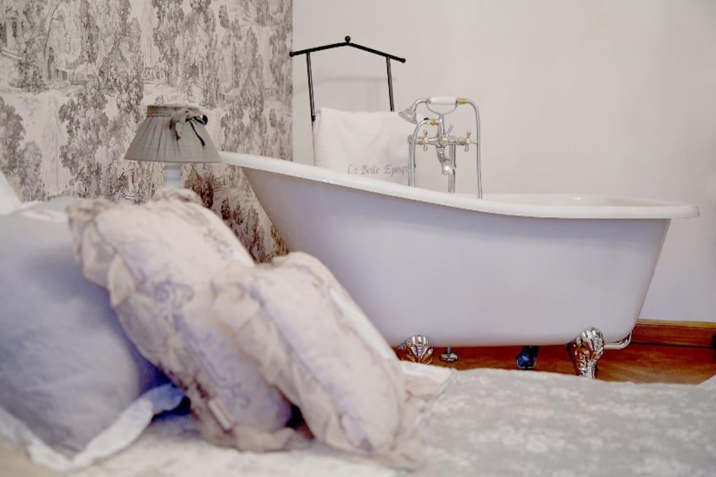 suite la belle epoque appartements louer bagn res de luchon midi pyr n es france. Black Bedroom Furniture Sets. Home Design Ideas