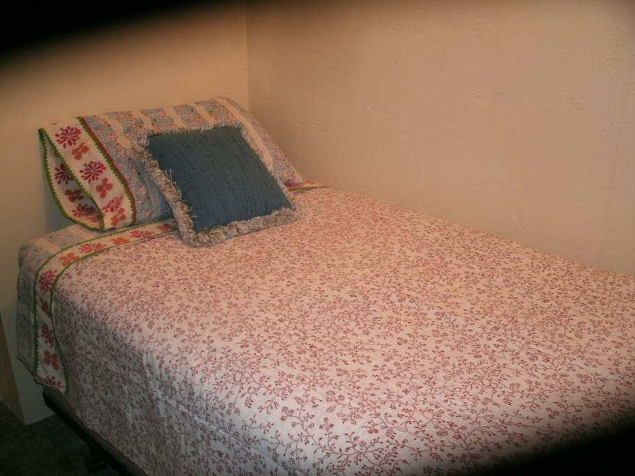 Twin bed in the bedroom.