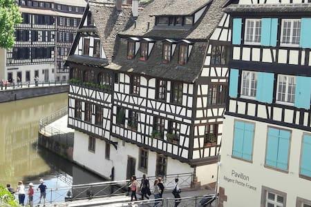 Chambre au cœur de la petite France - Appartement