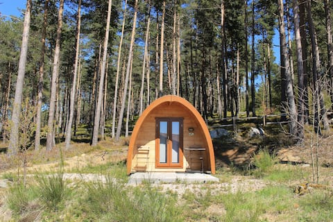 Cabins of 6m2 for 2 people.