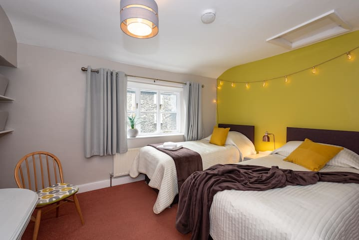 Large double bedroom with twin beds
