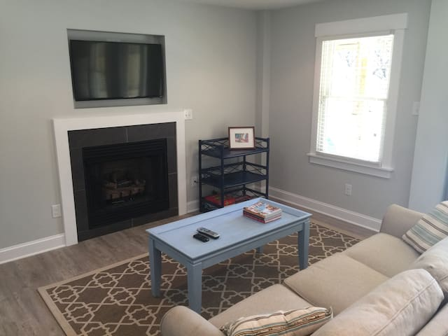 Private Heated Pool, Gas Fireplace, Walk To Beach!