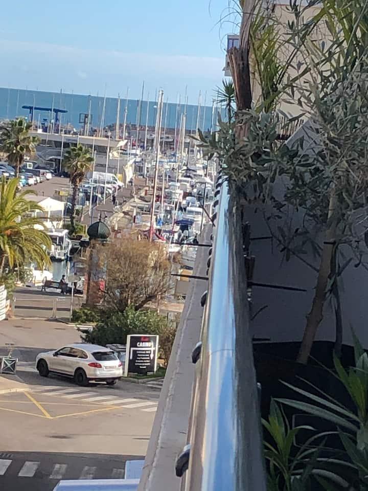 Logement entier,plage à 300m,terrasse 20m2,clim