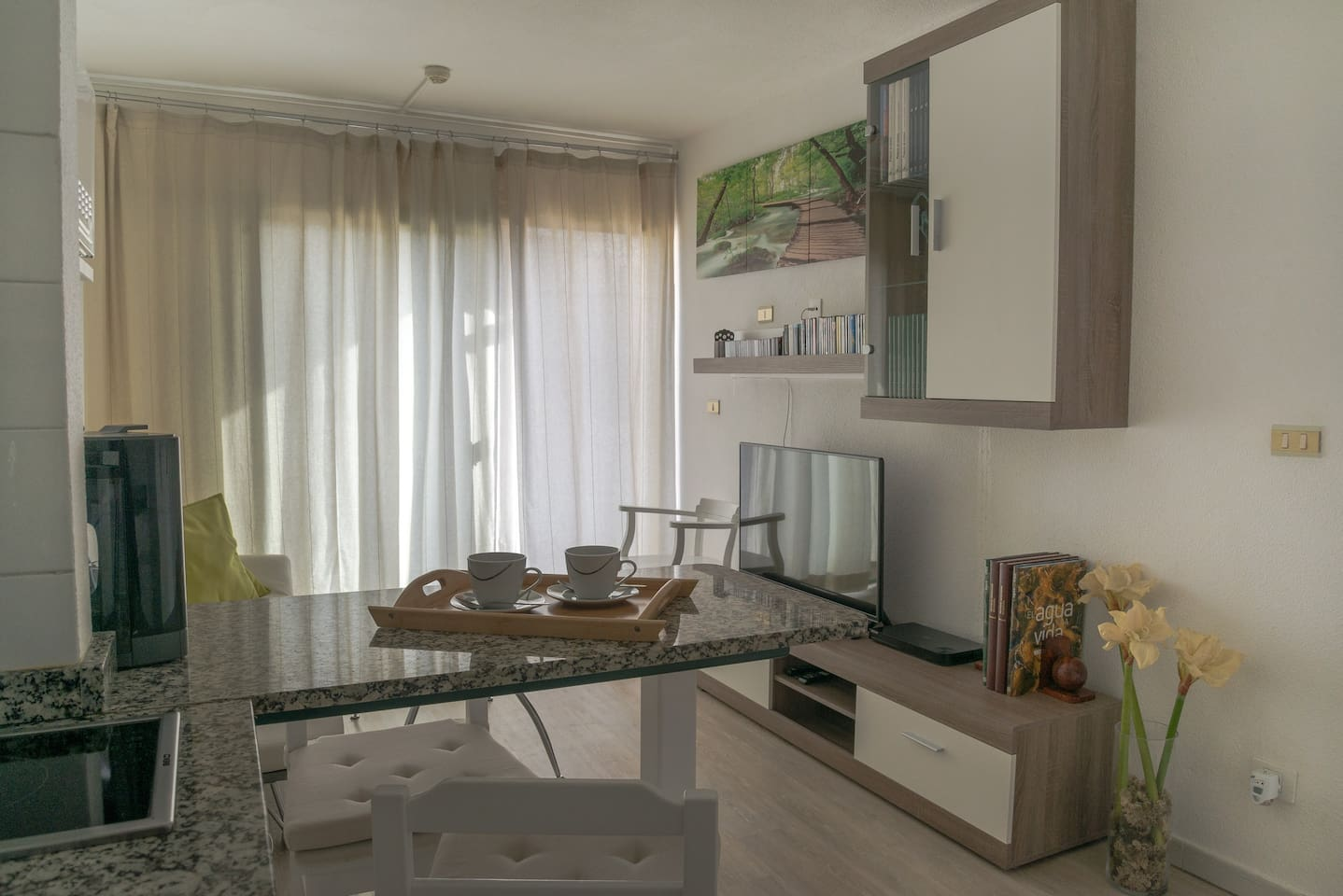 Modern furnished & renovated apartment