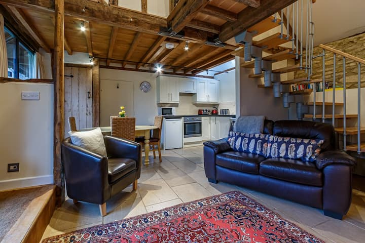 Converted barn in the Cotswold countryside. Dog friendly and self check-in available.