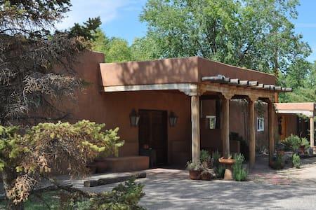Adobe Garden Bed and Breakfast - Los Ranchos de Albuquerque - Haus