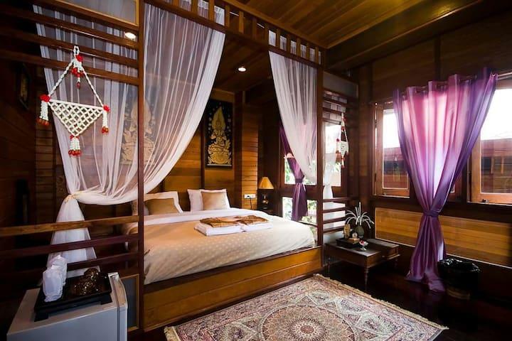 Ruen TubTim : Paitoon room - Phra Nakhon Si Ayutthaya District - Bed & Breakfast