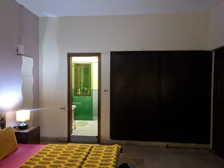 Nauman's BnB (Private Room)