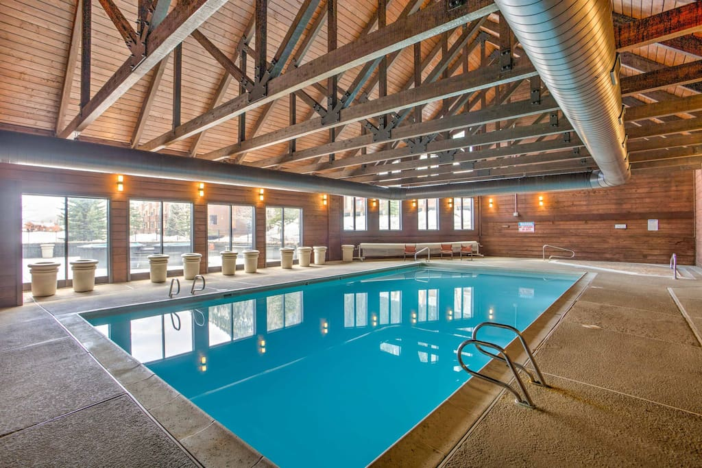 The community features an indoor pool, indoor hot tub and 2 outdoor hot soaking tubs.