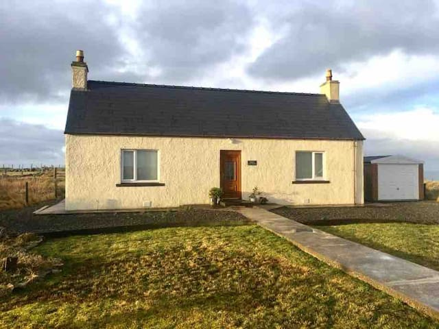 Foiseil Cottage, in a tranquil  crofting village