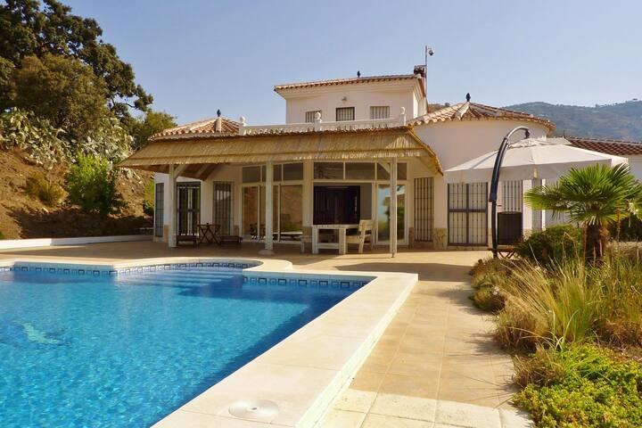 Herrliche Villa in Algarrobo in Strandnähe