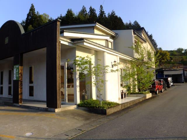 Takayama Holiday Apartment  =More Tree 2=