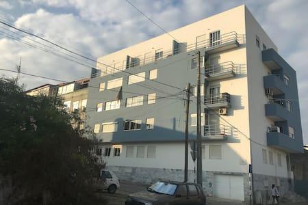 Sunny flat @ Cova da Piedade, in trendy Almada