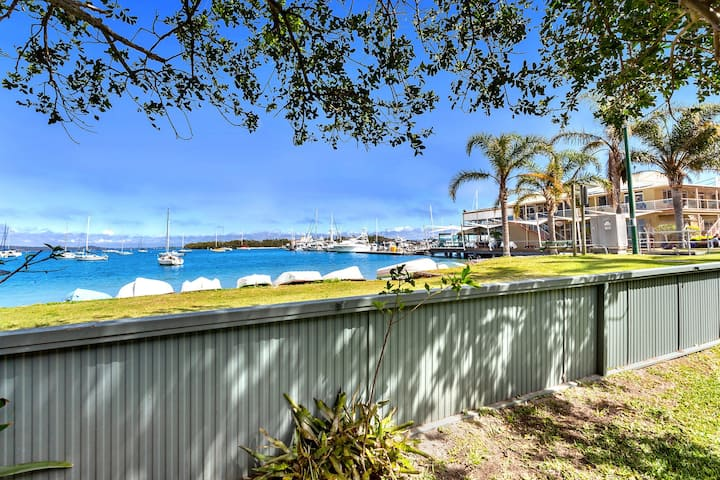 Sunset Beach House - Soldiers Point Sleeps 9