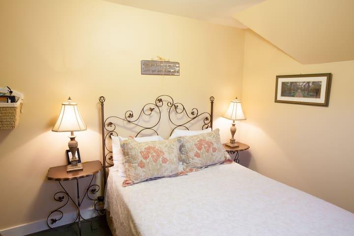 Oak Street Hotel - Room 3