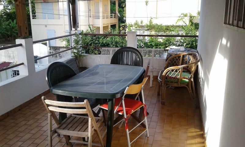Centrally-located Cosy Apartment (esp. 4 research) - Fort-de-France - Apartament