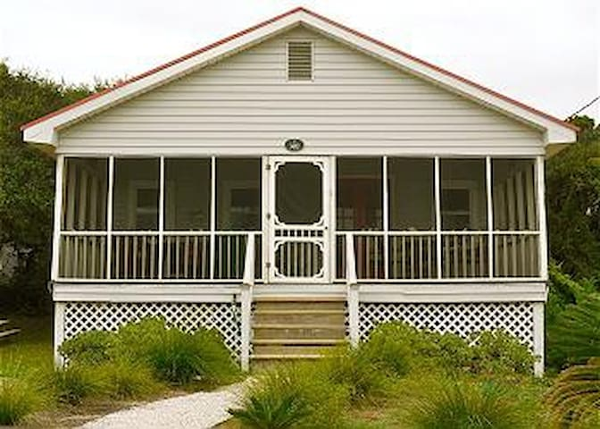 Bonnie Dune - Cozy Little Beach Cottage - Folly Beach - Talo