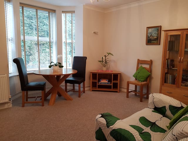 Chichester Apartment - Home from home.