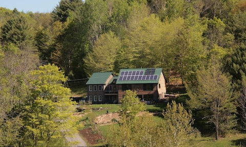 """Comfy Vermont studio in """"green"""" country home"""