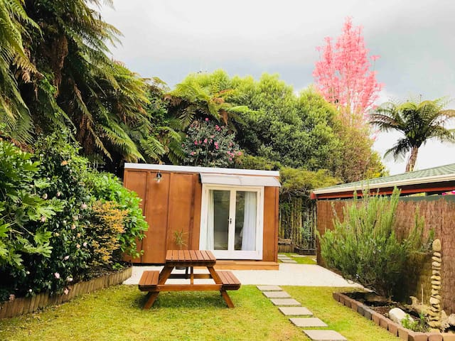 Garden Cabin near Waitomo Caves & Kiwi House