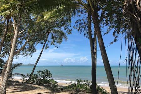 Nothern beaches bedroom, 20min drive to Cairns - 史密斯菲尔德(Smithfield) - 独立屋